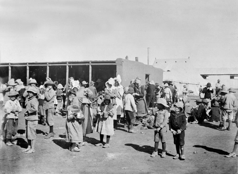 נשים וילדים בורים במחנה ריכוז National Army Museum
