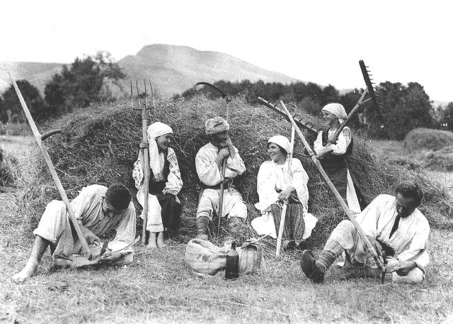הקוצרים ברינה, רומניה, 1920.