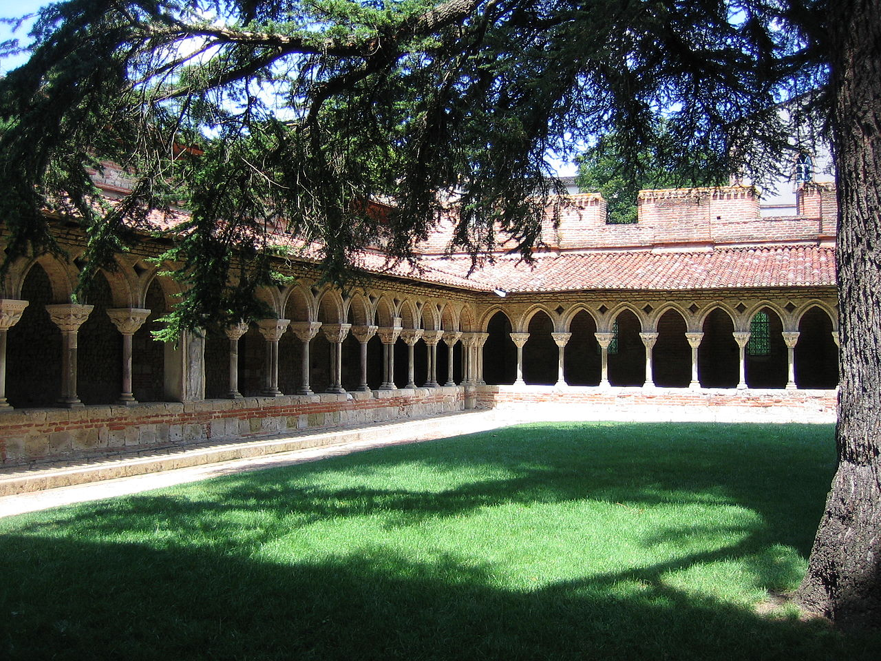 הקלויסטר במנזר מואסק