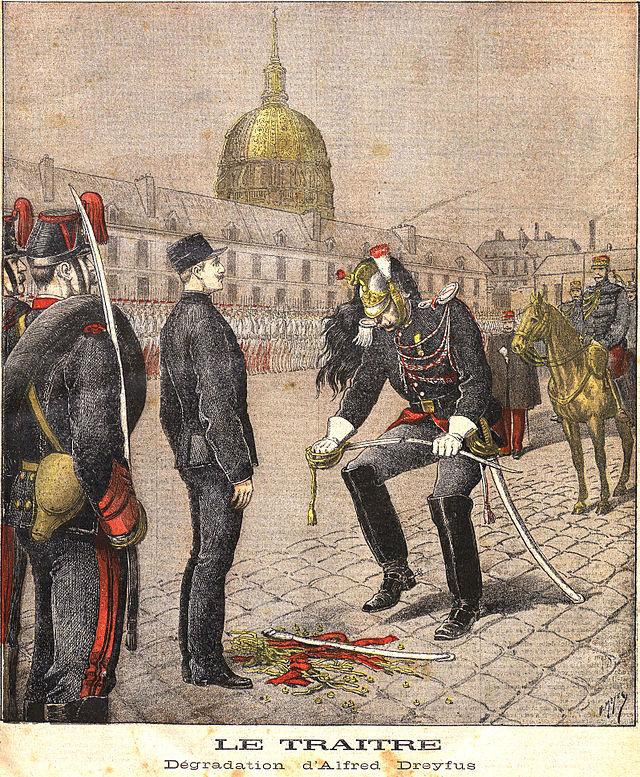 איור בעיתון פריזאי המתאר את טקס שלילת הדרגות של אלפרד דרייפוס, 5 בינואר 1895.
