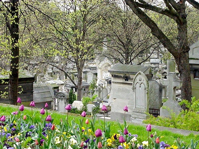 Pere_Lachaise_looking_down_the_hill[1]