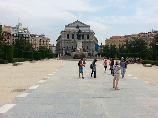 בית האופרה במבט מהחזית