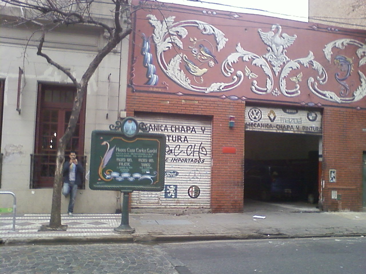 גרפיטי על קיר ביתו של גרדל