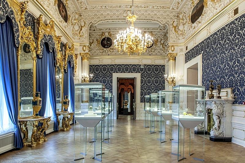 האולם הכחול עם הביצים הקיסריות