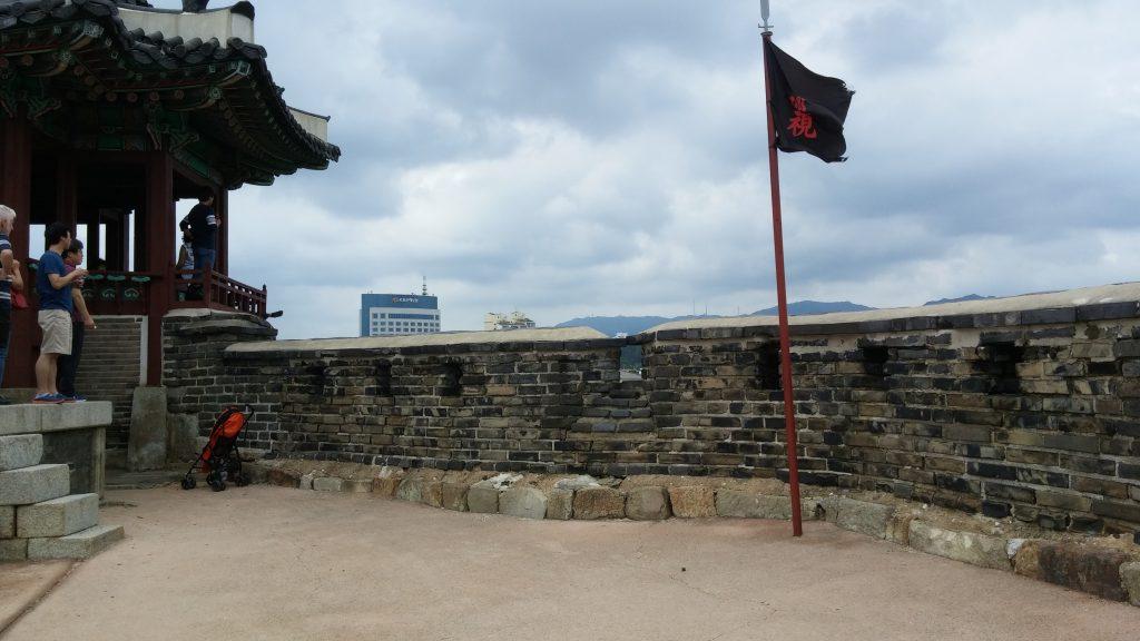 המצודה משקיפה על העיר