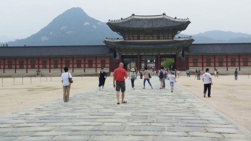 הכניסה למתחם הארמון