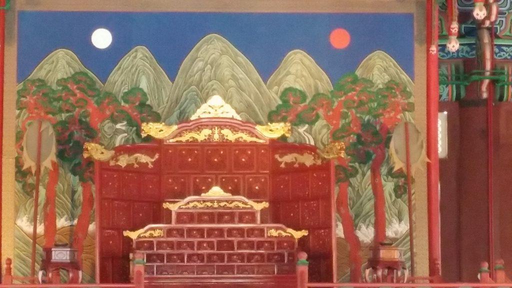 קיר הכניסה לאינסדונג: סמל בית המלוכה של ג'וסאון