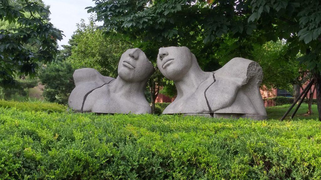 בגן הפסלים של הפארק האולימפי