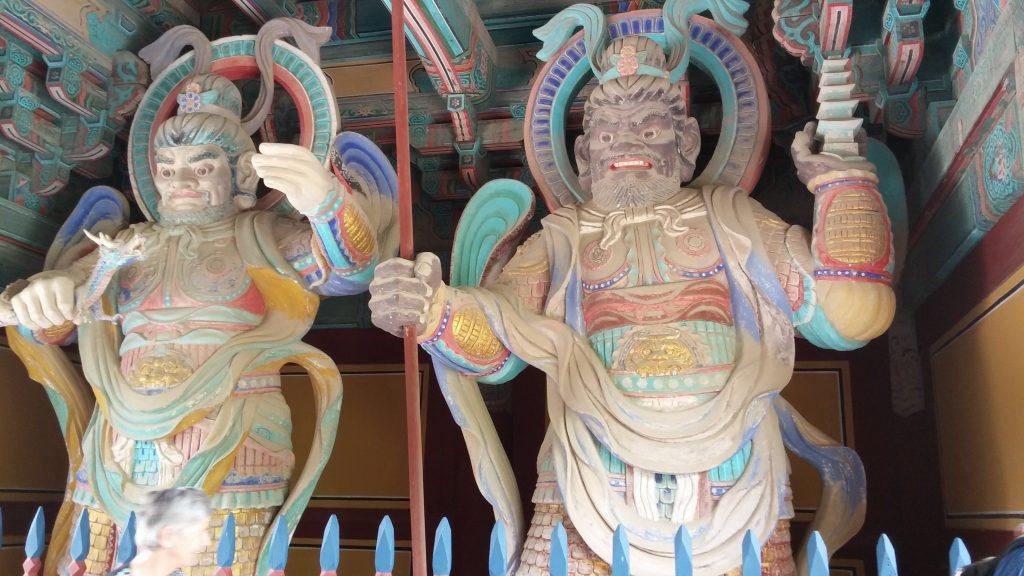 הכוחות הטובים השומרים על המקדש