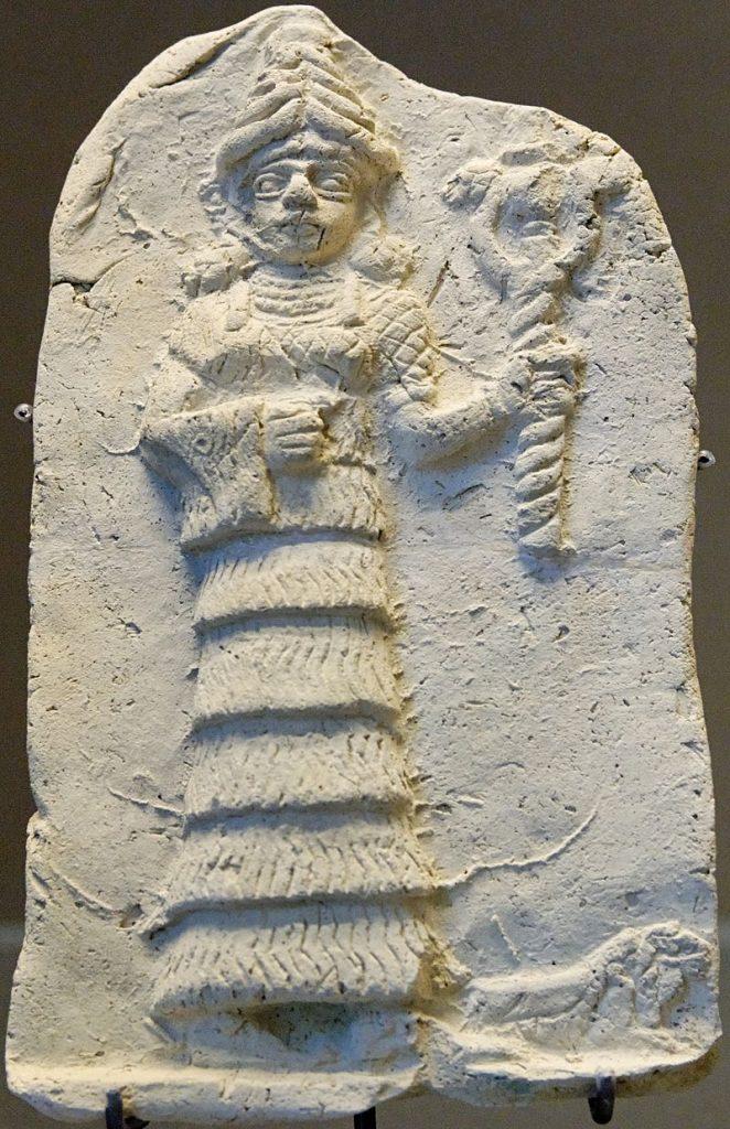 """תבליט מטרה קוטה - האלה אישתר אוחזת בנשק - אשנונה תחילת האלף השני לפנה""""ס"""