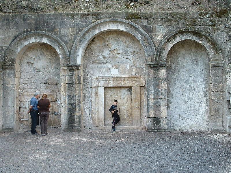 חצר קברו של רבי יהודה נשיא בבית שערים