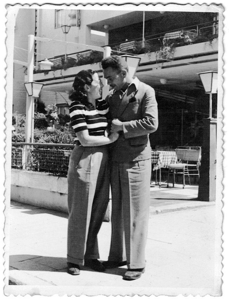אבי ואמי נפגשו בתל אביב