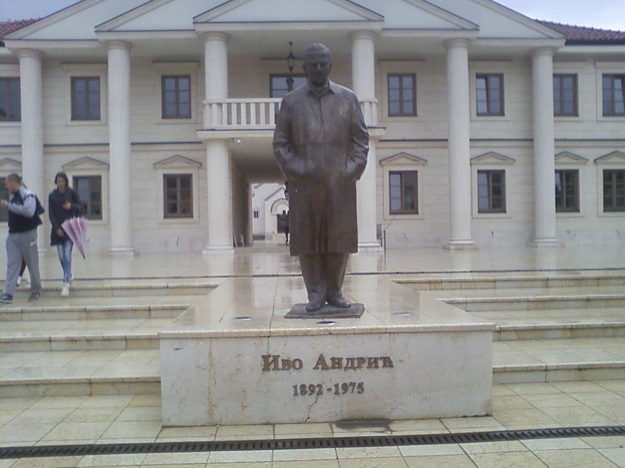 פסל אנדריץ' באנד