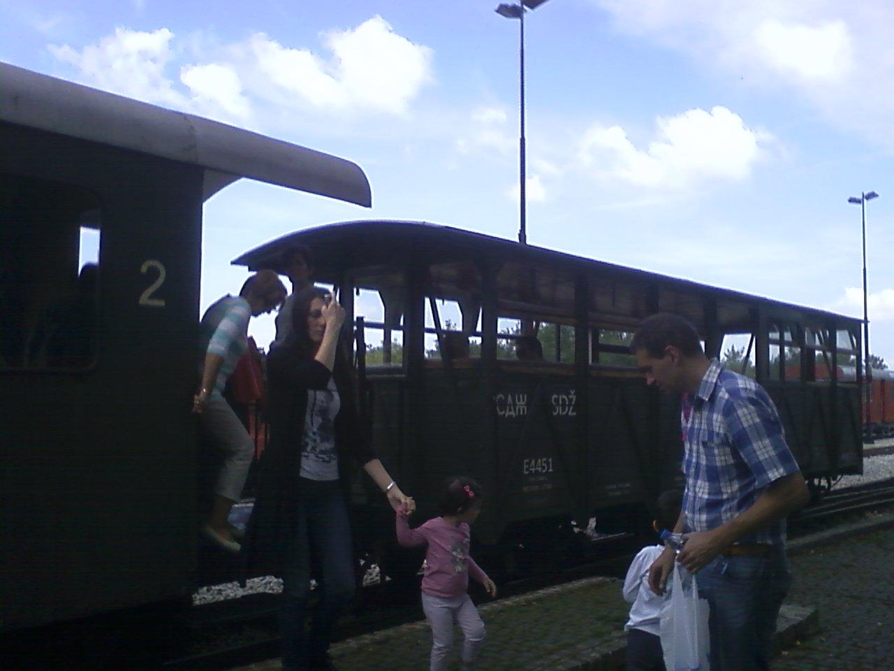 יורדים מהרכבת